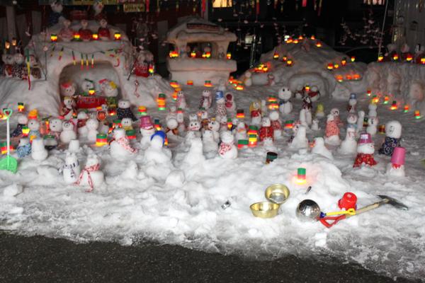 勝山左義長まつりと芳野区左義長雪だるま